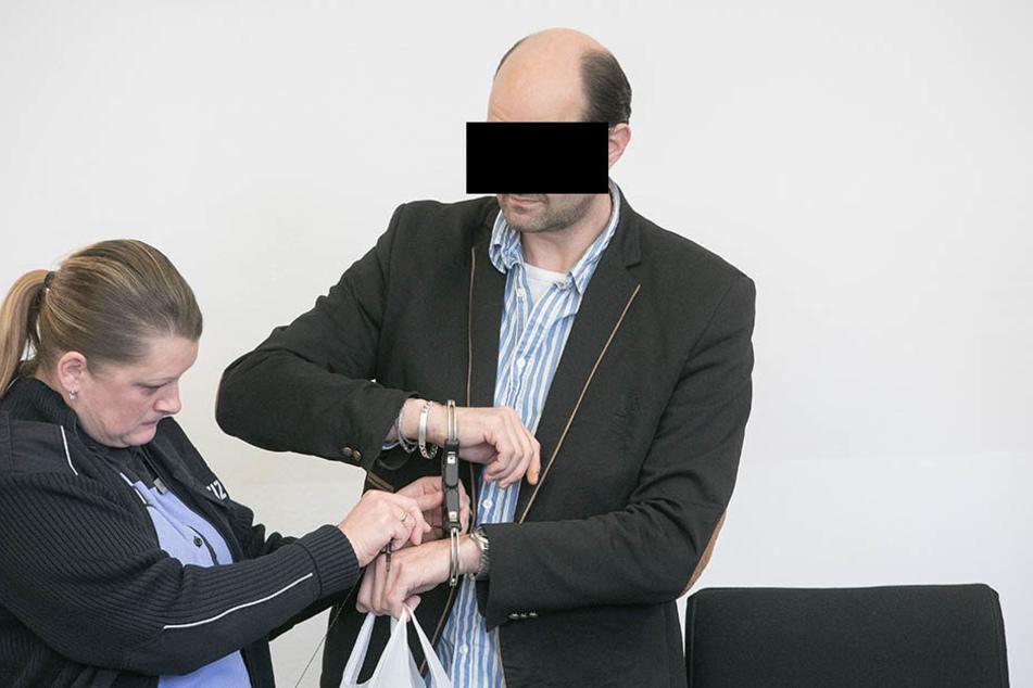 Michael K. (49) schweigt vorerst im Prozess am Landgericht.