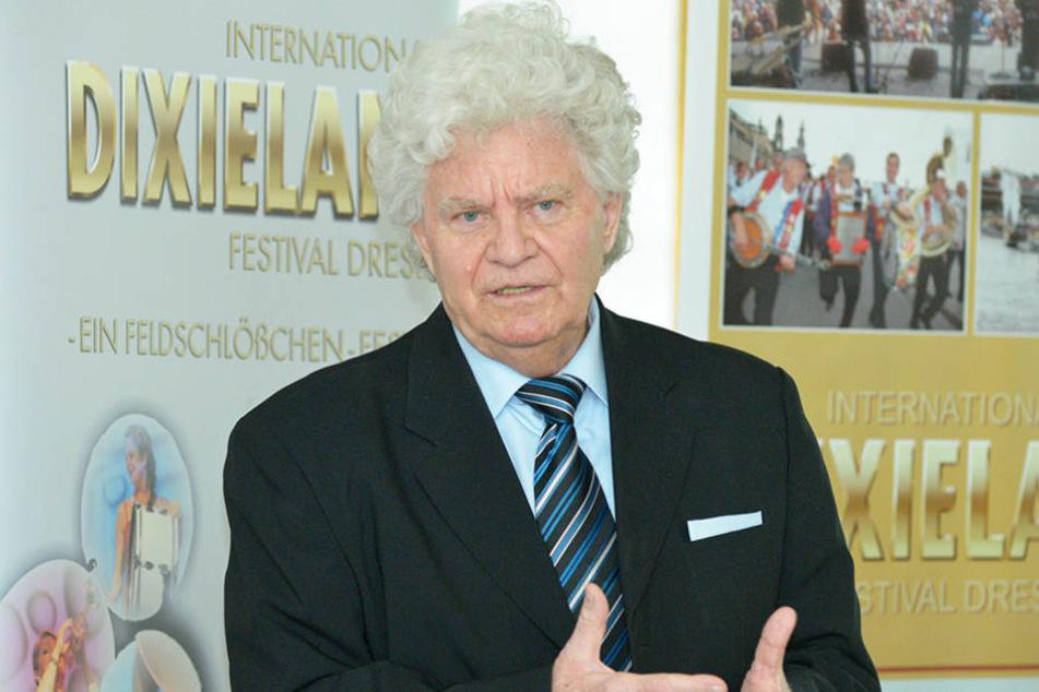 Festival-Chef Joachim Schlese (77) holt sich weibliche Verstärkung auf die  Bühne.