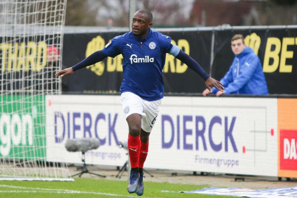 In der vergangenen Saison jubelte David Kinsombi noch im Kieler Trikot über einen Treffer gegen den HSV.