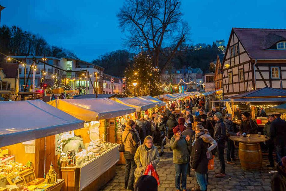 Der Loschwitzer Weihnachtsmarkt findet seit 19 Jahren statt. Die starren Bügel nehmen zu viel Fläche ein, bedrohen jetzt den Markt.