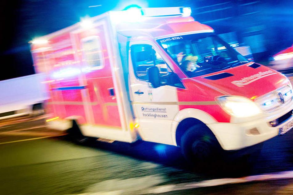 In Hameln wurde eine 28-Jährige lebensgefährlich verletzt. Ein Mann hatte sie mit einem Seil hinter seinem Auto hergezogen. (Symbolbild)