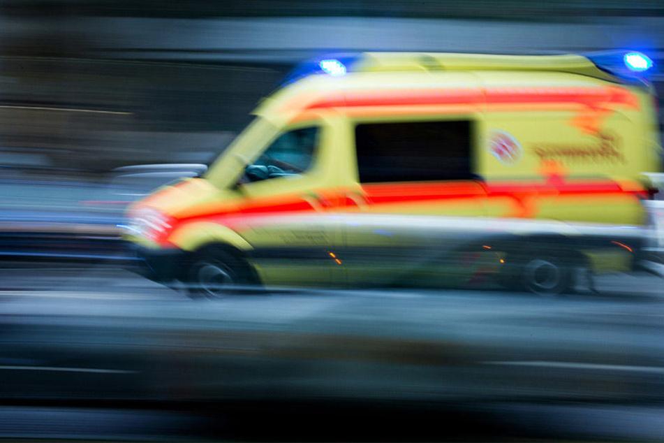 Eine Autofahrerin (25) konnte dem plötzlich über die Fahrbahn rennenden Mädchen (5) nicht mehr ausweichen und erfasste es.