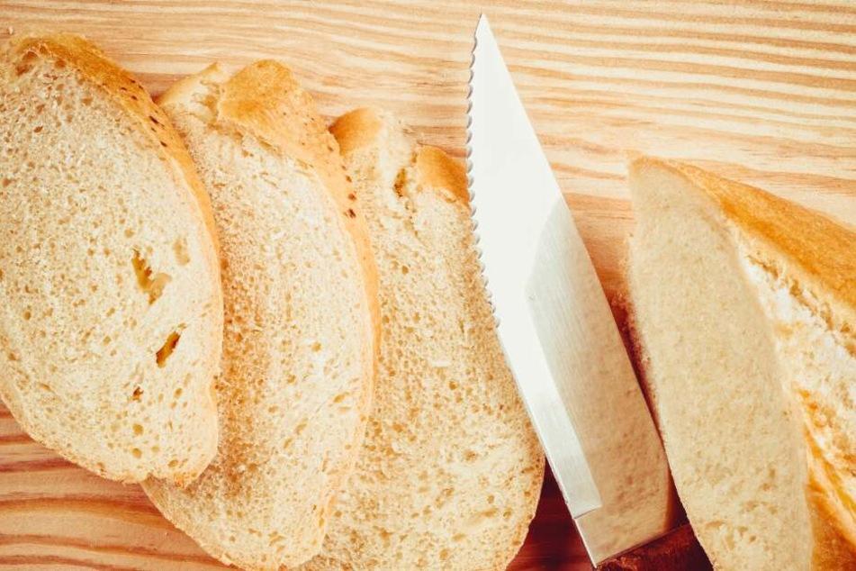 Die Angeklagte gestand, ihren Mann spontan mit einem Brotmesser erstochen zu haben (Symbolbild).