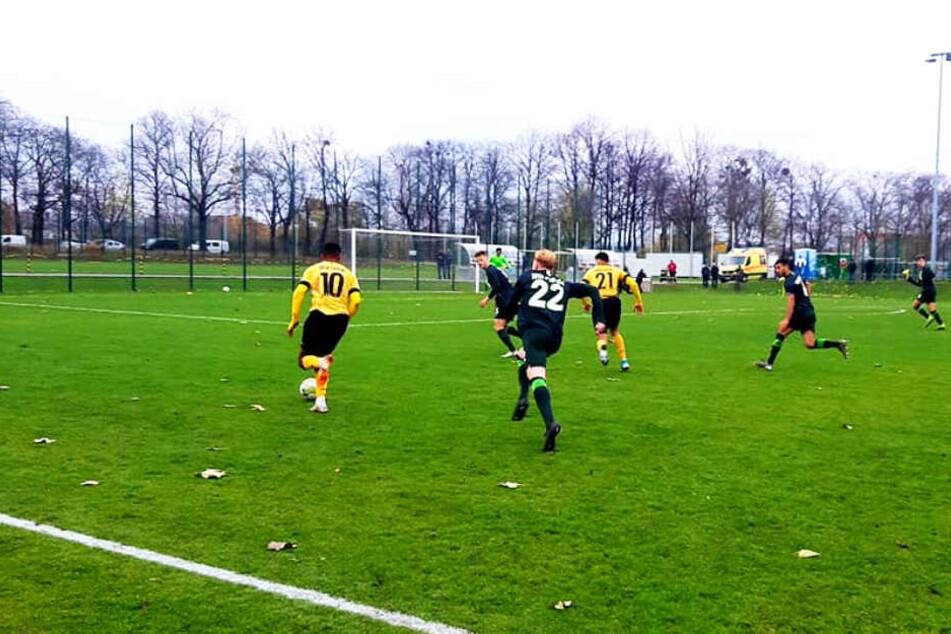 Dynamos pfeilschneller Angreifer Ranford-Yeboah Königsdörffer (l.) konnte mehrfach für Entlastung sorgen. Eines seiner Dribblings war mitentscheidend für das Tor zum 2:0.