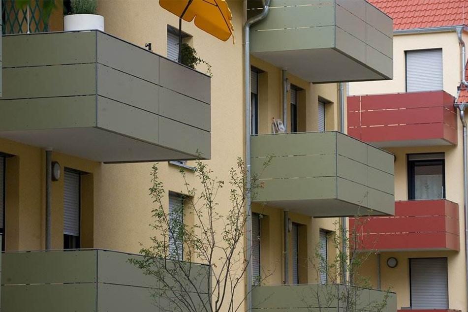 Die Nachbarin sah die beiden verdächtigen Männer auf zwei gegenüberliegenden Balkons (Symbolbild).