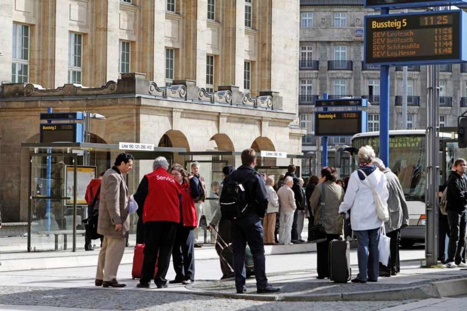 An der Ostseite des Leipziger Hauptbahnhofes wurde am Donnerstagabend eine Frau von zwei Sex-Tätern belästigt. Die Polizei sucht Zeugen (Symbolbild).
