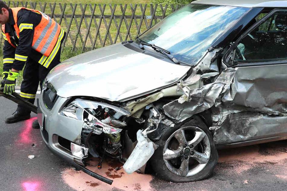 Skodas knallen ineinander: Alle Insassen verletzt