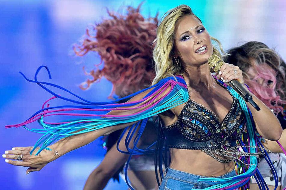 Helene Fischer tanzt im Juli 2018 auf der Bühne im Olympiastadion.