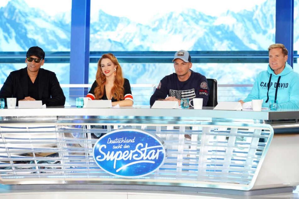 Die Jury um Dieter Bohlen (r.) empfängt die Kandidaten in Österreich vor verschneiter Kulisse.