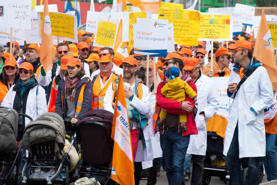 Der Marburger Bund rief Ärztinnen und Ärzte im April 2019 in den kommunalen Krankenhäusern und im öffentlichen Gesundheitsdienst der Kommunen in Baden-Württemberg zu einem ganztägigen Warnstreik auf, um für besser Arbeitsbedingungen zu demonstrieren.