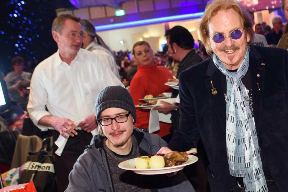 Tolle Aktion! Frank Zander feiert mit Bedürftigen