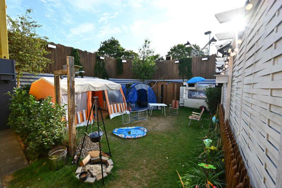 Die Promis müssen auf dem 70 Quadratmeter großen Campingplatz wohnen.
