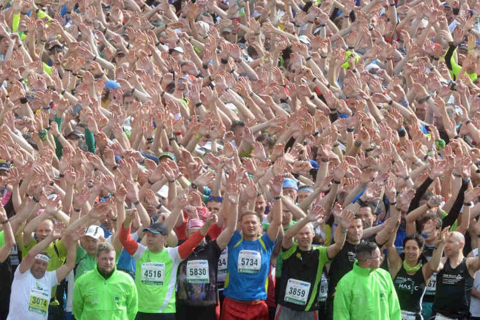 Zehntausende Menschen werden auch in diesem Jahr am Rennsteiglauf teilnehmen. (Archivbild)