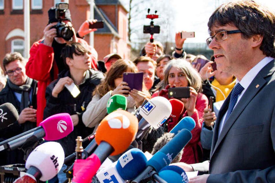 Carles Puigdemont gab nach seiner Entlassung eine kurze Pressekonferenz.