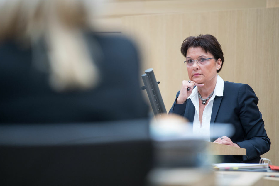 """Claudia Stöckle, ehemalige Rektorin der Verwaltungshochschule Ludwigsburg, spricht während der 13. Sitzung des Untersuchungsausschusses """"Zulagen Ludwigsburg""""."""
