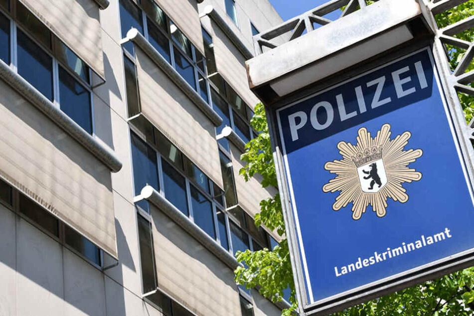 Das Berliner Landeskriminalamt vollstreckten Haftbefehle gegen die mutmaßlichen Mitglieder des IS.