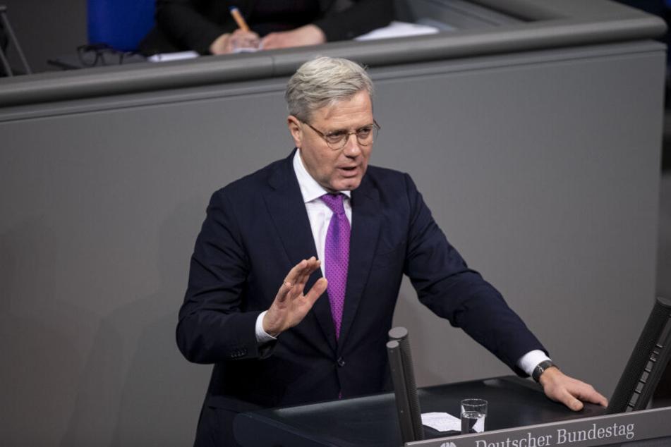 """15.01.2020, Berlin: Norbert Röttgen (CDU), Mitglied des Bundestages, spricht zum Tagesordnungspunkt """"Aktuelle Lage Nahen und Mittleren Osten""""."""
