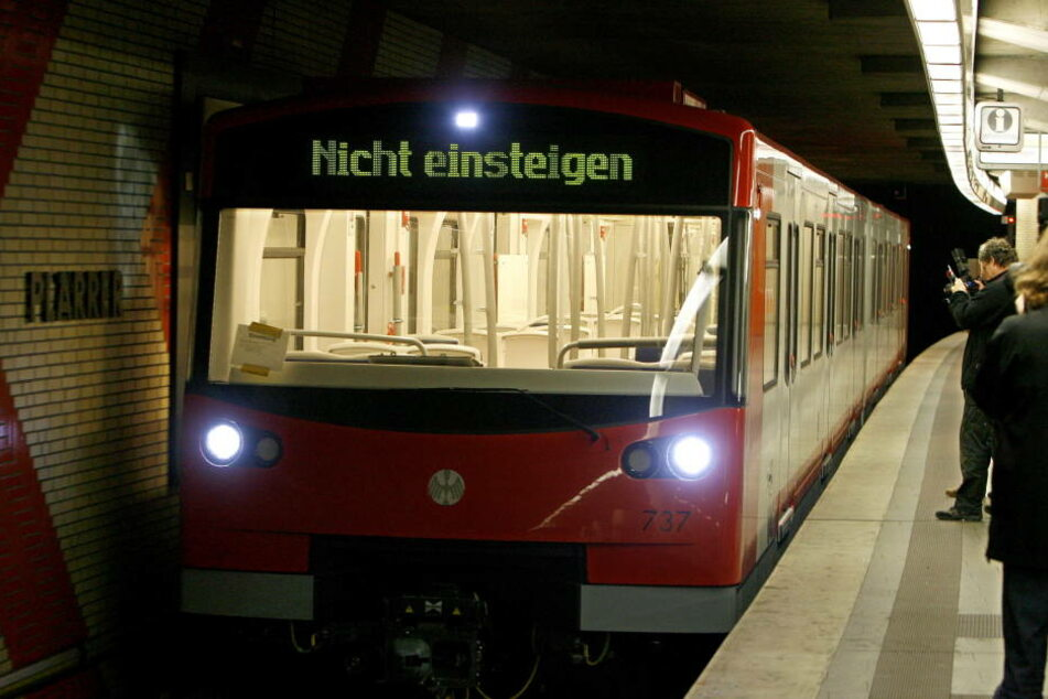 """Das Unglück passierte am Zugang zum U-Bahnhof """"Langwasser-Nord"""". (Symbolbild)"""