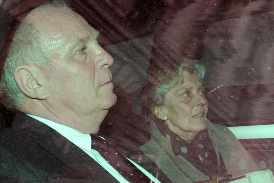 13. März 2014: Hoeneß und seine Frau Susanne verlassen nach der Urteilsverkündung das Gericht.