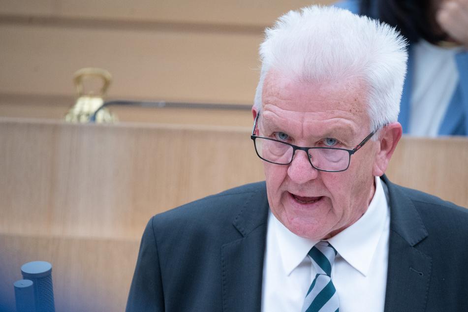 Winfried Kretschmann (72), Baden-Württembergs Ministerpräsident , schließt eine weitere Verschärfung der Corona-Auflagen nicht aus.