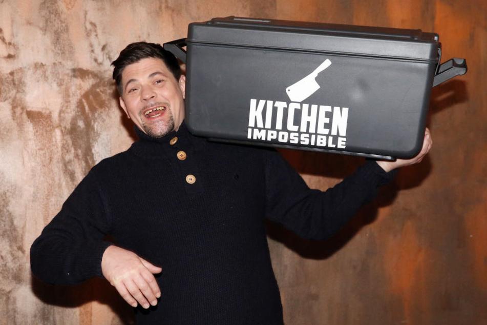 In der Box von Kitchen Impossible finden Mälzer und sein Kontrahent die Speisen zum Nachkochen.