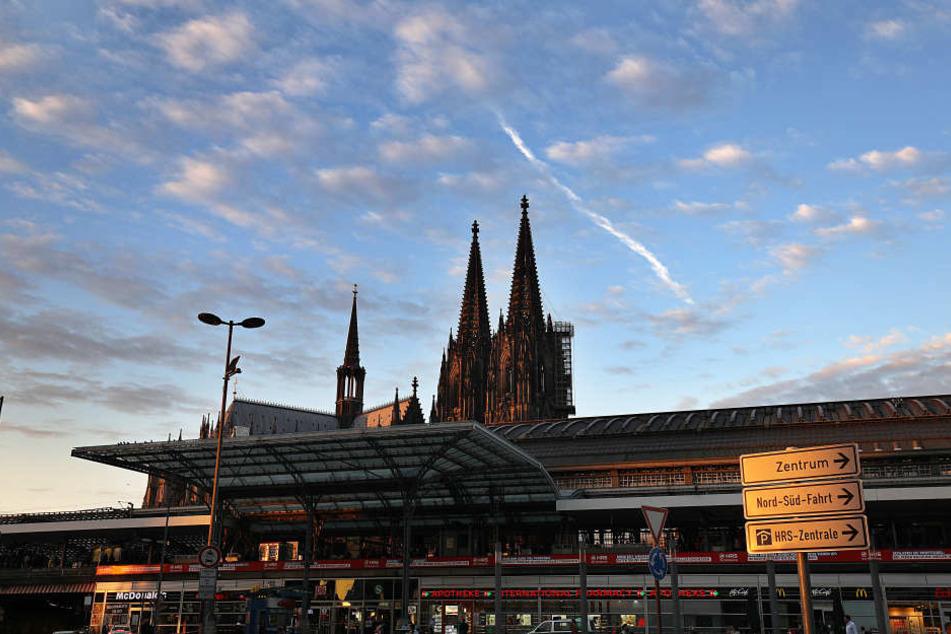 Im Oktober hatte ein Mann am Kölner Bahnhof eine Geisel genommen und vorher das Mädchen schwer verwundet.
