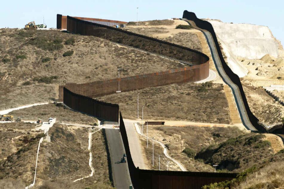 Kontrollen am zweistreifigen Grenzzaun haben unter US-Präsident Donald Trump drastisch zugenommen (Symbolbild).