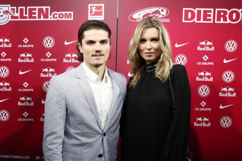 Das Paar lernte sich 2017 kennen, nun sind der RB-Kicker und seine Katja stolze Eltern einer kleinen Tochter.