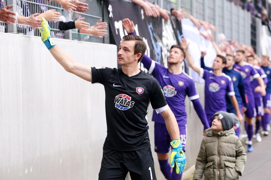 Abklatschen mit den Fans: Am Sonntag ist dies für Martin Männel (49) wieder möglich.