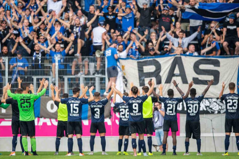 Der SV Waldhof Mannheim (hier beim Spiel gegen den Chemnitzer FC) gewann die Partie mit 4:0.