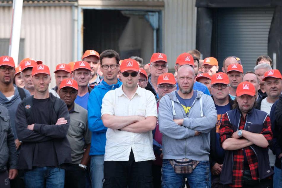 Die Gewerkschaft setzt auf ein neues Angebot der Geschäftsführung. Doch die sagt: Die Kunden gehen uns von der Stange, wenn nicht bald wieder produziert wird.