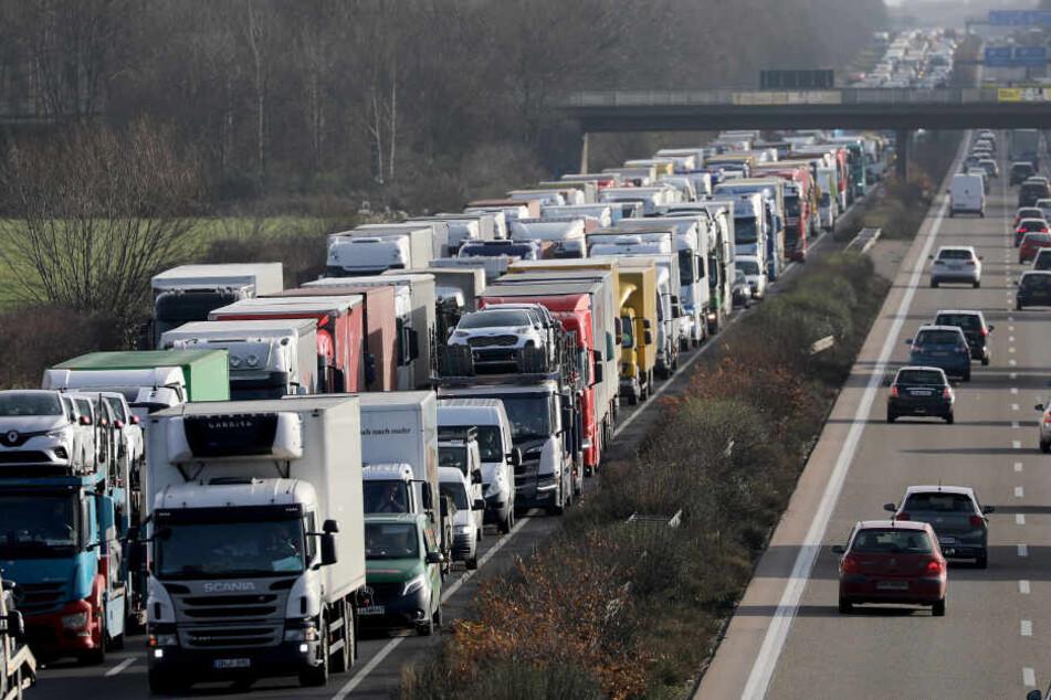 Der Verkehr in NRW wird durch etliche Baustellen ausgebremst.