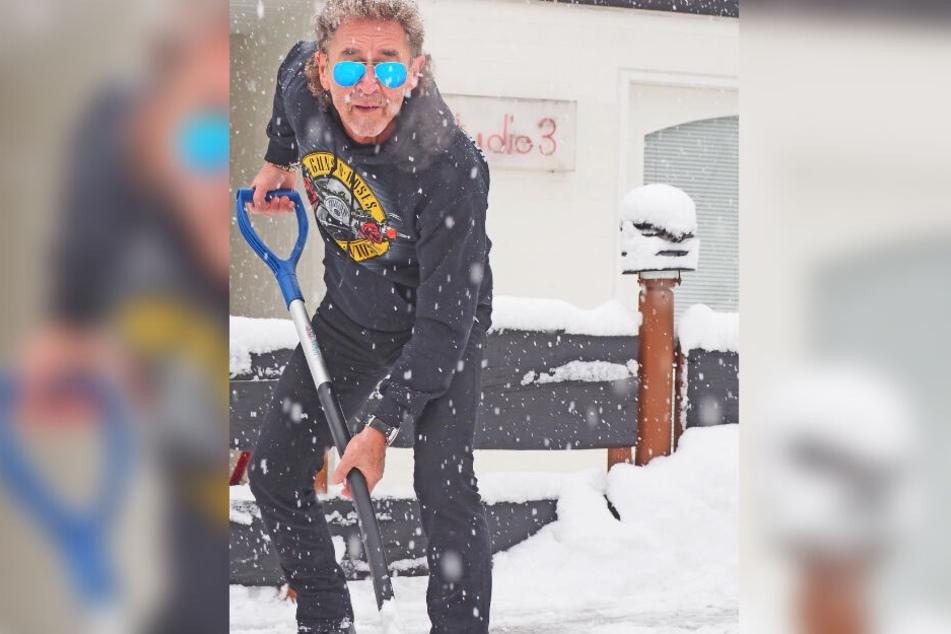 Peter Maffay (69) schippt stilecht Schnee: Jacke und Schal sind nichts für Rocker!
