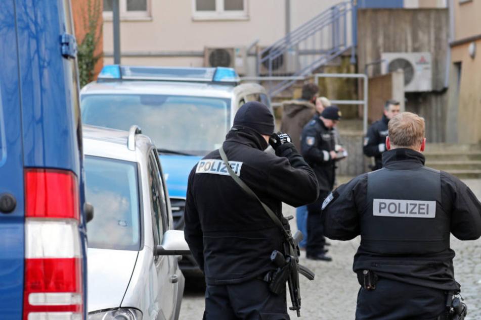 Die Kriminalpolizei ermittelt wegen einer versuchten Tötung eines Obdachlosens in Waren.