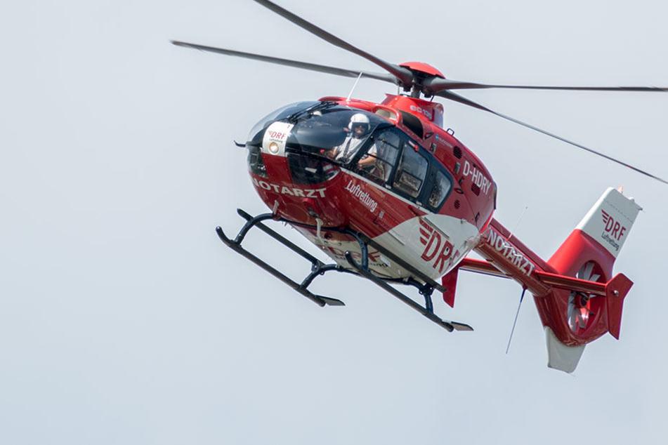 Ein Rettungshubschrauber kam zum Einsatz um eine lebensbedrohliche Person in ein Krankenhaus zu fliegen. (Symbolbild)