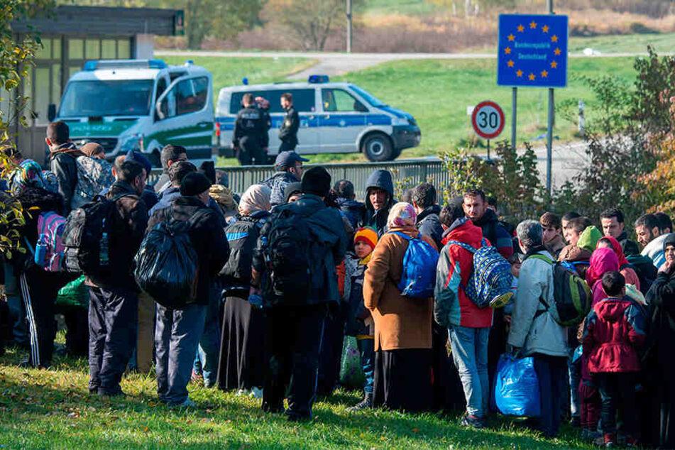 Ein Modell auch für Sachsen? Flüchtlinge, für deren Asylverfahren andere EU-Länder zuständig sind, sollen an der Einreise gehindert werden. Sie sollen in Transitzentren kommen.