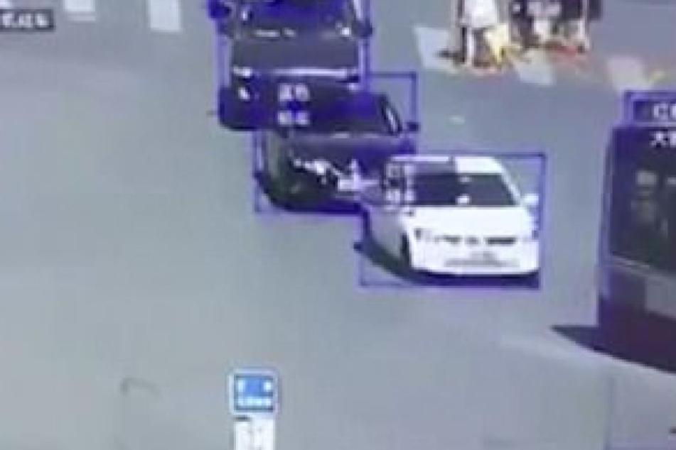 Das intelligente Kamera-System erkennt auch unterschiedliche Fahrzeug-Typen. (Foto: Daily Mail)
