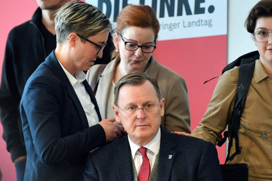 Bodo Ramelow (63, Die Linke) inmitten von Parteikollegen.