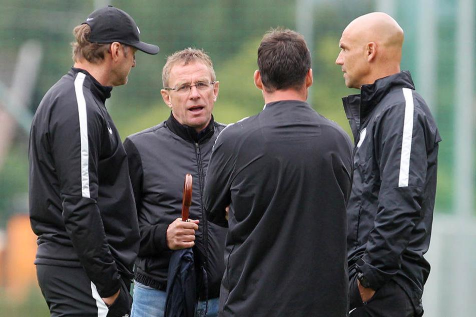 Thomas Letsch (rechts) im Talk mit Fußball-Experten wie Ralph Hasenhüttl (l.) und Ralf Rangnick (2. v. links).