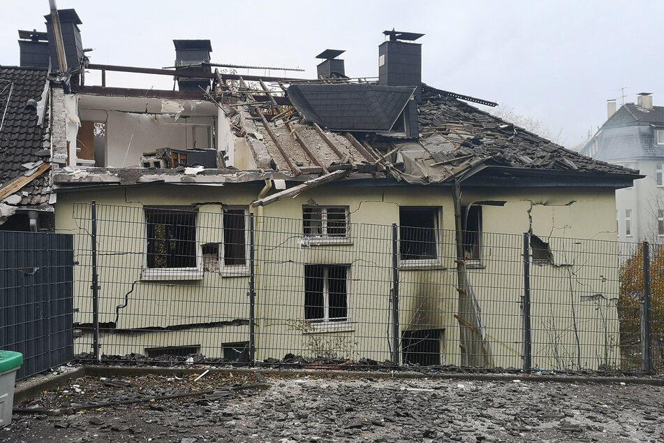 Das zerstörte Obergeschoss eines Mehrfamilienhauses, das bei einer Explosion zerstört wurde.