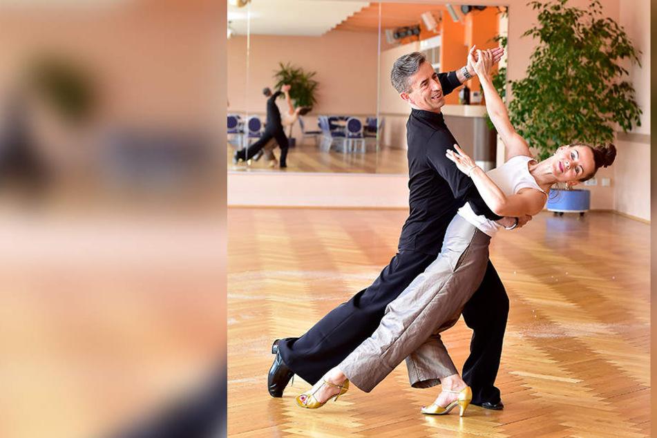 Star-Friseurin Petra Brockmann (45) wirbelt mit Tanzlehrer Tilo Schroth (53) über's Parkett.