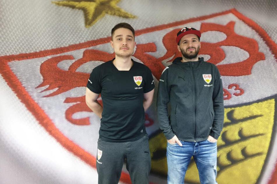 Erhan Kayman (29, rechts im Bild) stand bis zum 30. Juni 2019 unter Vertrag bei der eSports-Abteilung des VfB Stuttgart. Neben ihm steht sein eSport-Kollege Marcel Lutz (22).