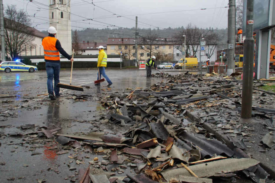 Trümmer blockierten den Stadtbahn-Verkehr in Stuttgart.