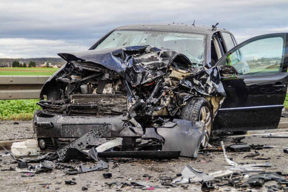 In diesen Golf krachte der Seat-Fahrer frontal.