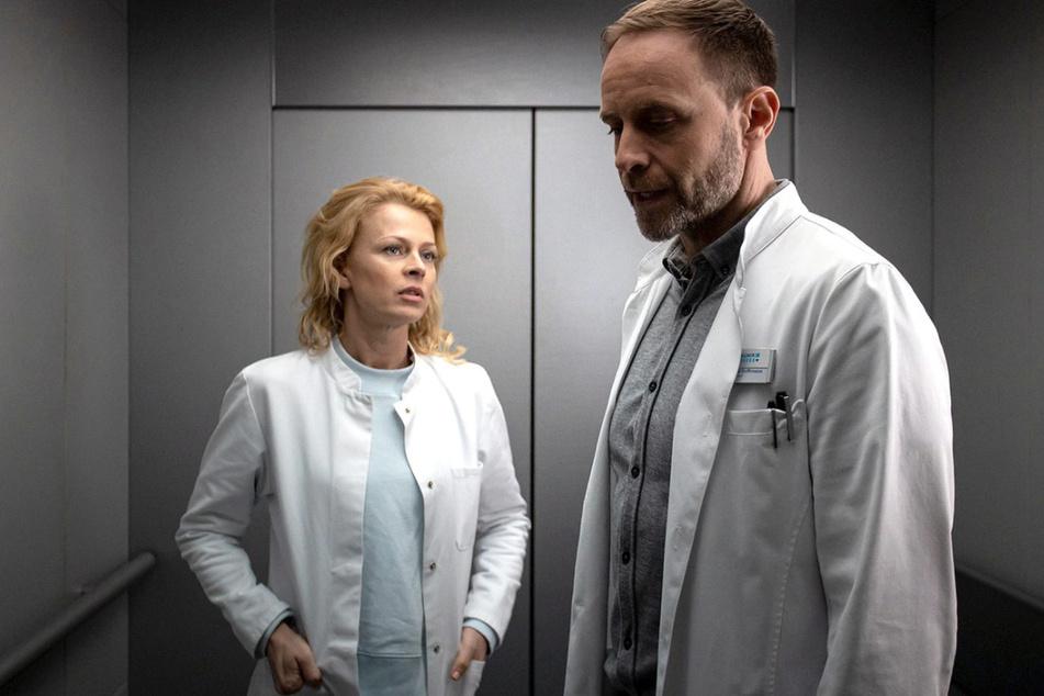 Dr. Ina Schulte soll die neue Gynäkologin in der Sachsenklinik werden. Doch der Chefarzt Dr. Kai Hoffmann ist nicht begeistert.