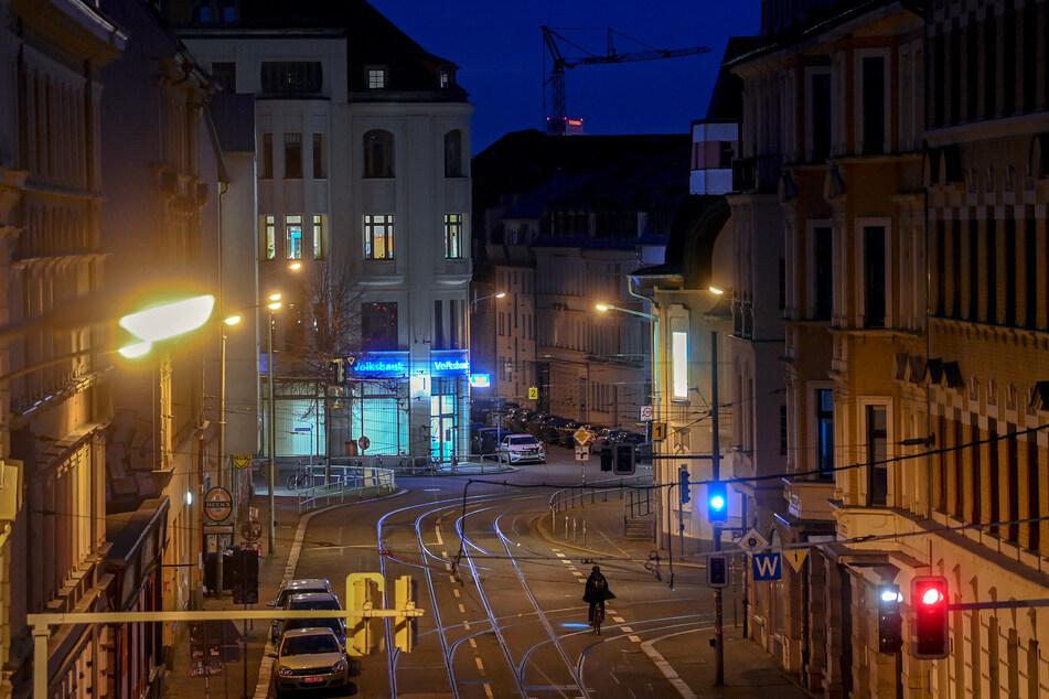 Seit Oktober stiegen die Corona-Zahlen in Sachsen. Restaurants schlossen im November, im Dezember folgte der Lockdown, der auch in Leipzig spürbar ist.