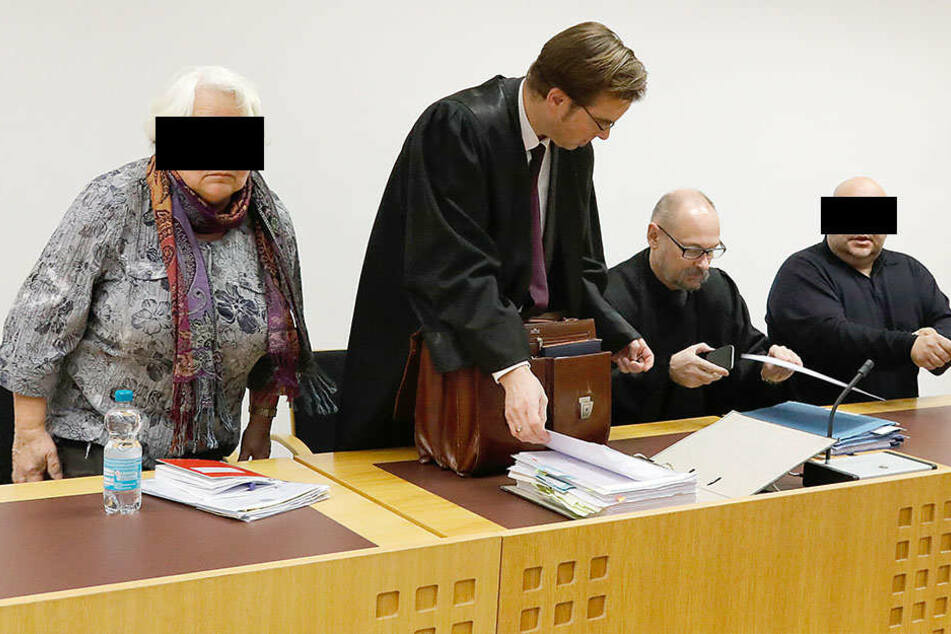 Auf der Anklagebank: Christine H. (l.,73) und ihr Sohn Torsten H. (r.,44).