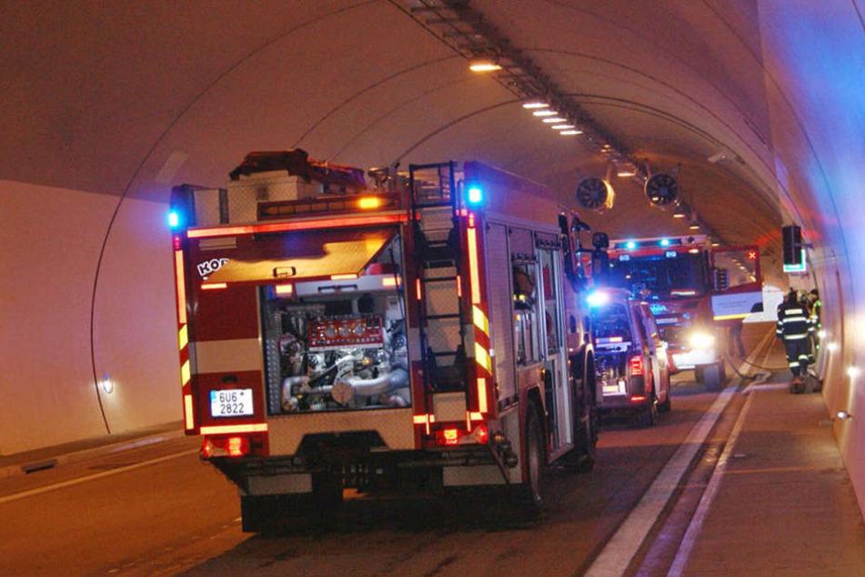 Die Feuerwehr simulierte einen Unfall mit Verletzten  und brennendem Auto.