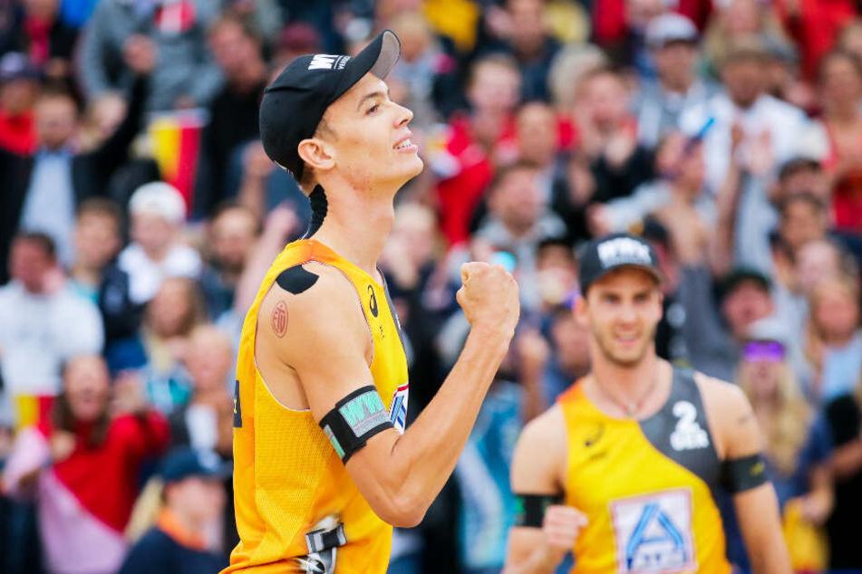 Deutsches Herren-Duo schlägt brasilianische Beachvolleyball-Stars