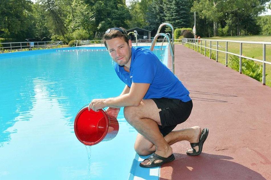 Schwimmmeister Tobias Schulz (38).